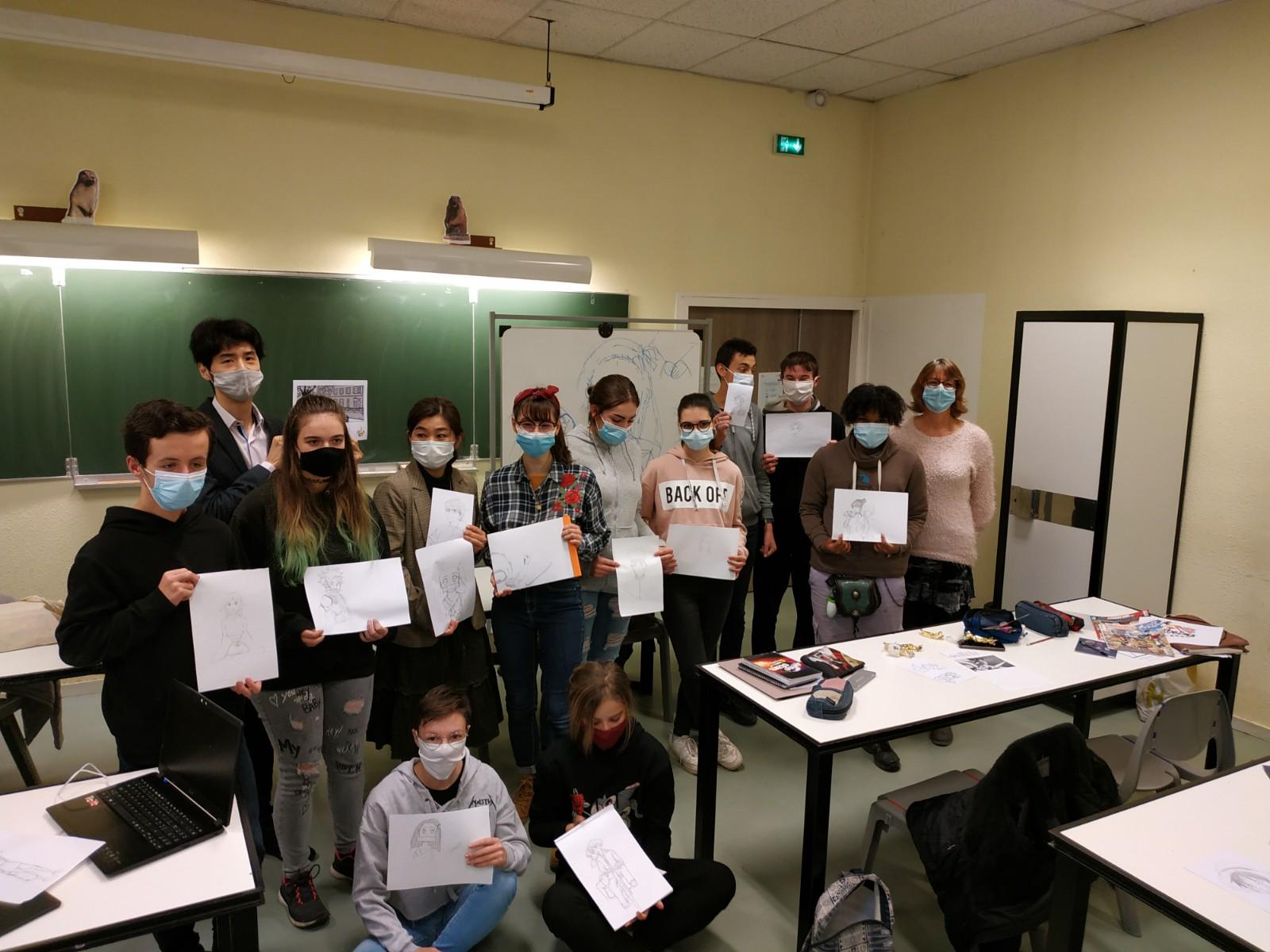 Le Consulat du Japon a offert un atelier dessin de manga aux élèves du lycée