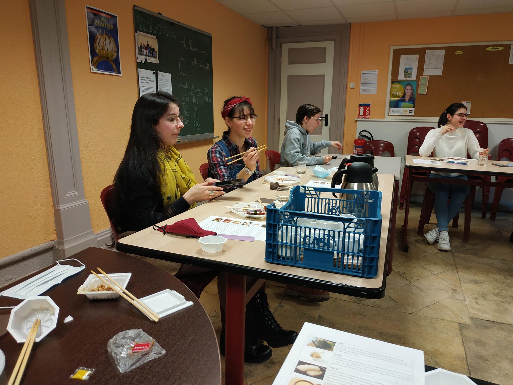 Atelier de cuisine japonaise offert par le Consulat du Japon aux membres du Club Manga.